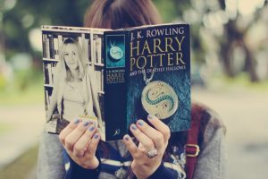 girl-reading-harry-potter-book-t2